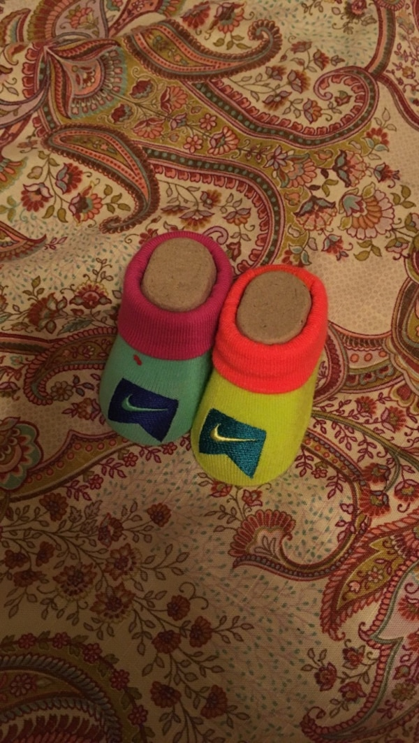 b9c4fd1d1 Used baby's green,pink ; red and yellow Nike socks for sale in Chicago -  letgo