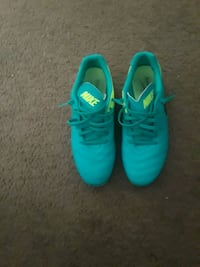 pair of teal Nike running shoes size 9 Tampa, 33612