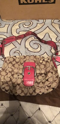 Authentic Coach purse Manchester, 03109