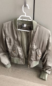 Hnm puffer cropped jacket with ruched sleeves and back size xs Toronto, M4Y 0E4