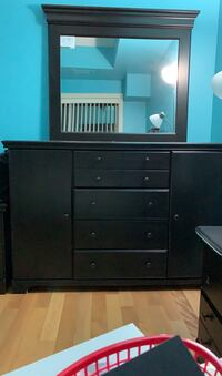 Dresser plus mirror for sale Vaughan