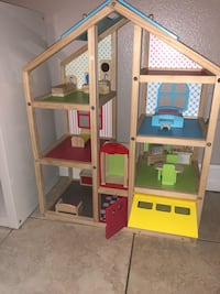 Wood doll house Kissimmee, 34758