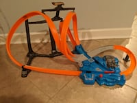 Hot Wheels race track, truck and cars