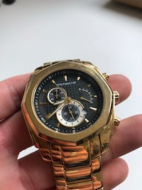 round gold-colored chronograph watch with link bracelet Vancouver, V6P 2X2
