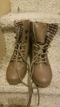 pair of brown leather boots Edmonton, T5Y 2H2