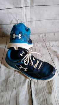 Beautiful Under Armour Shoes size 7Y