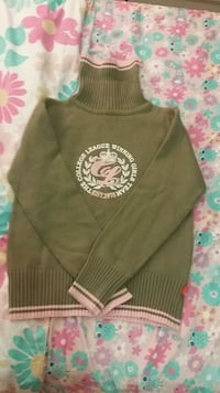 Green sweater for 12 to 13 year old girl  London, N6J 4J3