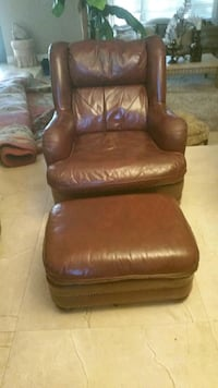 Beautiful leather chair with ottoman, Miami, 33179