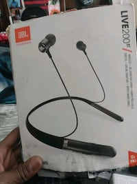 JBL LIVE 200 BT wireless earbuds voice assistant a