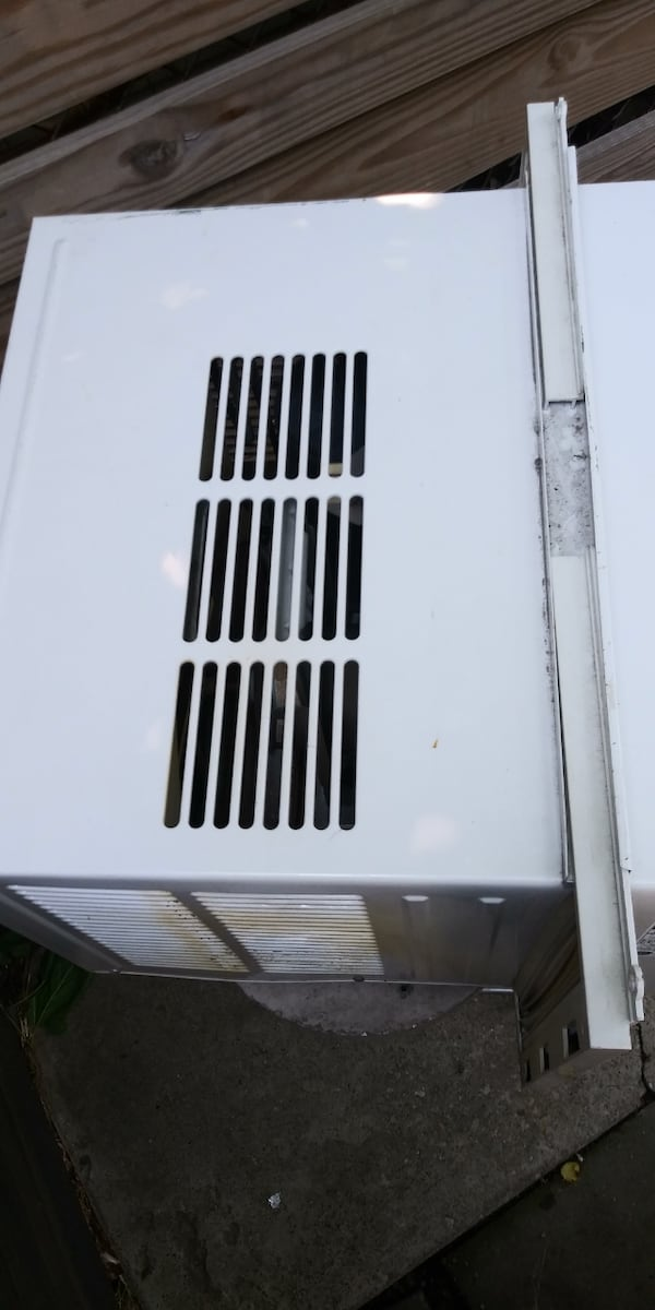Air. Conditioner for sale 145f455b-26c2-47b6-87b2-b927c5fe9c3b