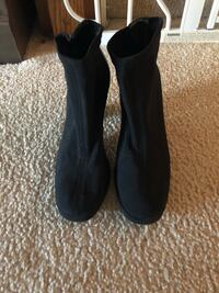 DKNY boots size 6 1/2 Bel Air, 21015