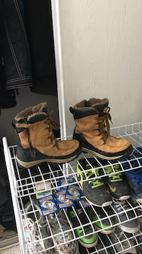 pair of brown-and-black leather side-zip combat boots Ottawa, K1G