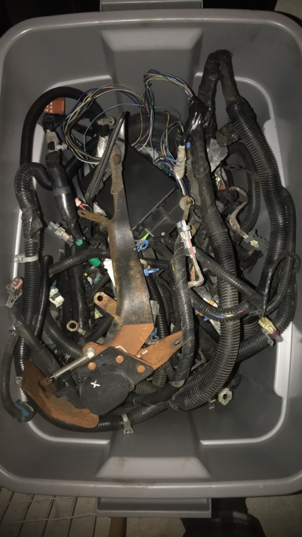 2002 Cadillac Escalade engine harness, computer, gas pedal and cruise on