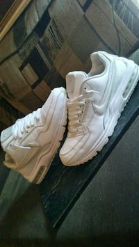 pair of white Nike Air Max shoes San Angelo, 76903