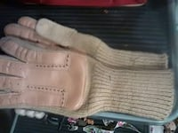 paire of beige knitted mitts Ontario, 91764