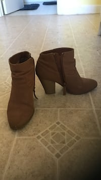 Pair of brown leather boots 31 mi