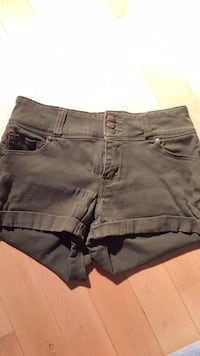 Army green shorts size small  Maple Ridge, V2X