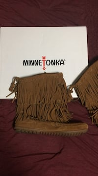 Like New Brown Minnetonka Fringe Boots Denver, 80204