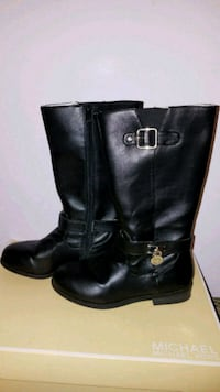 Girls size 1 Michael Kors boots. Great condition Clinton, 01510