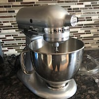Reduced : Kitchen Aid Mixer with attachments Toronto