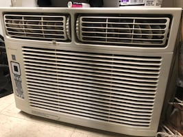 White window type air conditioner 3000BTUs