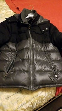 Guess puff jacket mens size medium