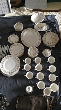 Royal Albert bone china winsome Eight piece placesetting Vienna, 22180