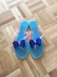 Blue and pink plastic slipper size 7 Montréal, H3H
