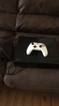 Xbox one console with controller Copperas Cove, 76522