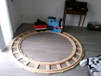 Peg pergo ride on thomas  train w/ tracks 385 mi