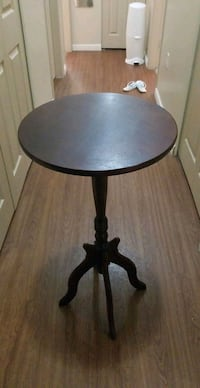 round wooden table Coquitlam, V3K 1W3