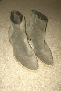 Clark suede boots size 9 London, N6H 4T6