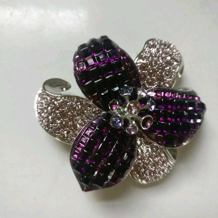 Swarovski brooch. No jewels missing and excellent condition