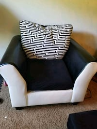 black and white sofa chair Springfield, 22150