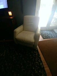 Off white leather recliner Langhorne, 19047