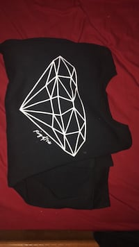 Ring Of Fire Diamond CrewNeck. Size XXL Raisin City, 93652
