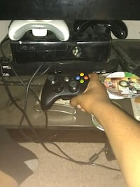 black Xbox 360 console with controller Youngstown, 44502