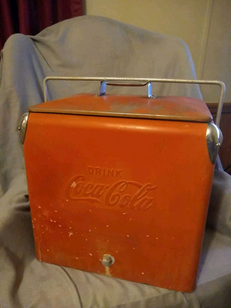 Photo OLD Coca Cola cooler with its trey