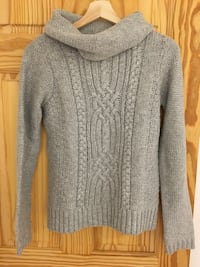 Gray scoop-neck sweater size small Montréal, H4N 3J8