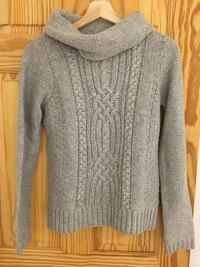 women gray knitted long-sleeved shirt Size small Montréal, H3H