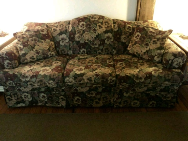 Sealy Fl Tapestry Sofa Like New Couch