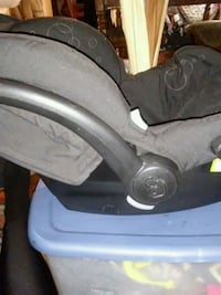 baby's black and gray car seat carrier Washington, 20019