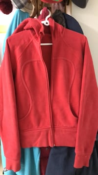 Lululemon warm red hoodie Large Surrey, V3T 2Z2