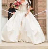 Allure Wedding Dress, Dry cleaned and mint condition. Toronto, M4A 1L3