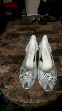 pair of gray suede flats L'Ancienne-Lorette, G2E 3A8