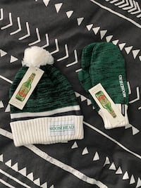 Karbon/Moosehead Winter Gloves + Toque/Beanie - Brand New with Tags Burnaby, V5C