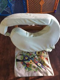 baby's white and brown bassinet NEWHAVEN