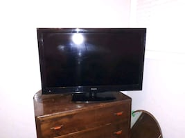 45 inch color flat screen tv with remote   works great..