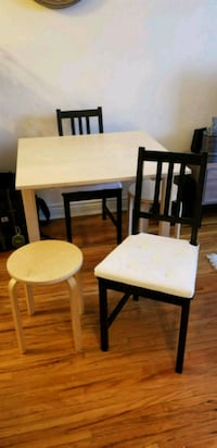 Extendable dining table with 2 chairs and 2 stools Toronto, M8V