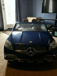children's blue Mercedes-Benz ride-on car toy 28 mi